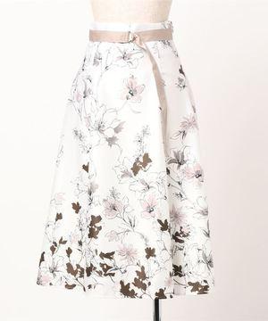 芸能人が知ってるワイフで着用した衣装スカート