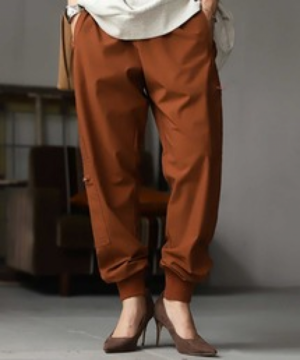 芸能人がおもひでぽろぽろで着用した衣装パンツ