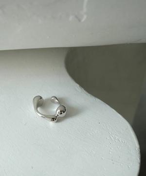 芸能人が君と世界が終わる日にで着用した衣装指輪