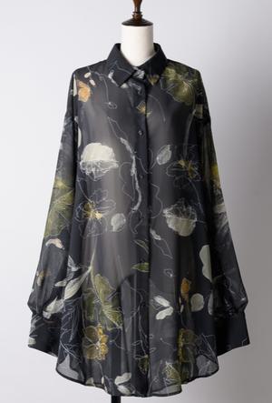 芸能人がInstagramで着用した衣装シャツ/スカート