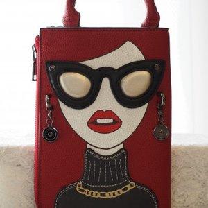 芸能人がInstagramで着用した衣装財布