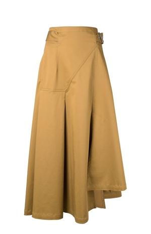 芸能人がジキニンファーストCMで着用した衣装スカート
