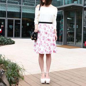 芸能人がニュースモーニングサテライで着用した衣装スカート