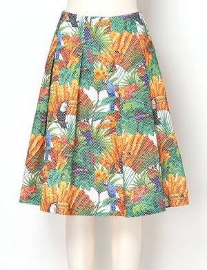 芸能人がwith LOVE tourで着用した衣装スカート