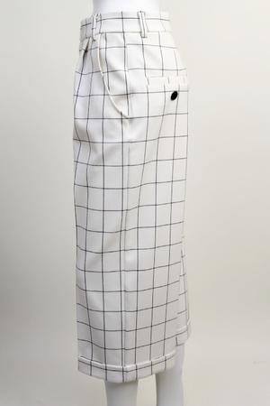 高柳愛実が王様のブランチで着用したパンツ