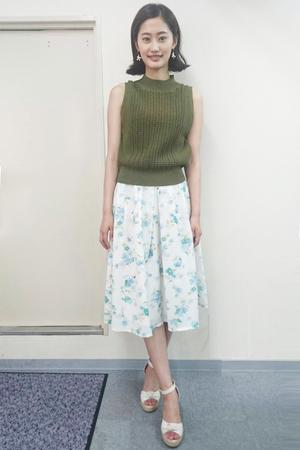 高柳愛実が王様のブランチで着用したスカート